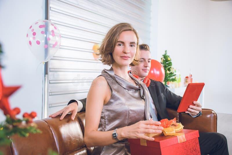 Un couple profite d'une soirée romantique photographie stock