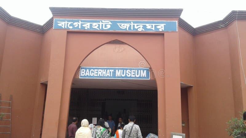 Un court de la mosquée chiée de gombuj dans le bagerhat photographie stock libre de droits