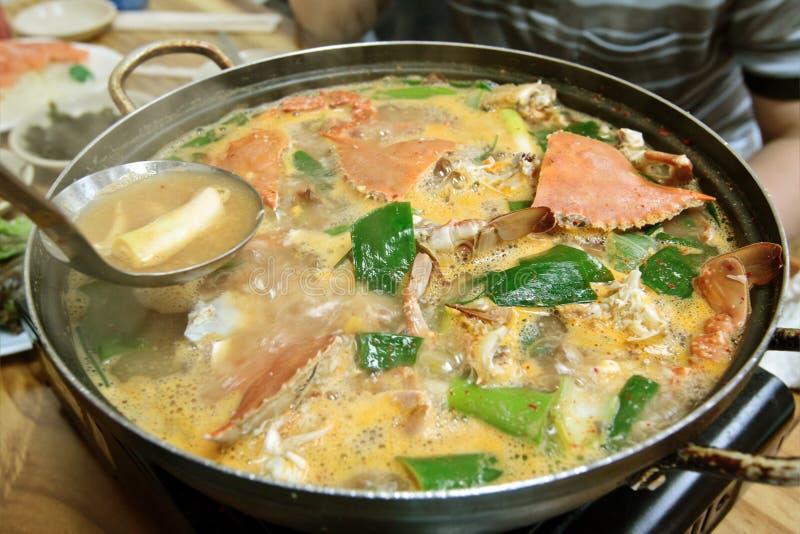 Un crisol de sopa del cangrejo foto de archivo