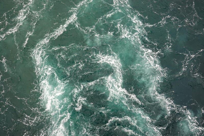 Un crucero despierta con mares verdes fotografía de archivo libre de regalías