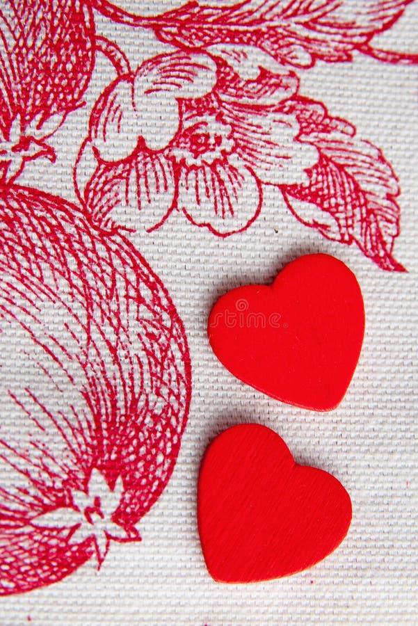 Un cuore di due rossi nel giardino dell'Eden fotografia stock libera da diritti