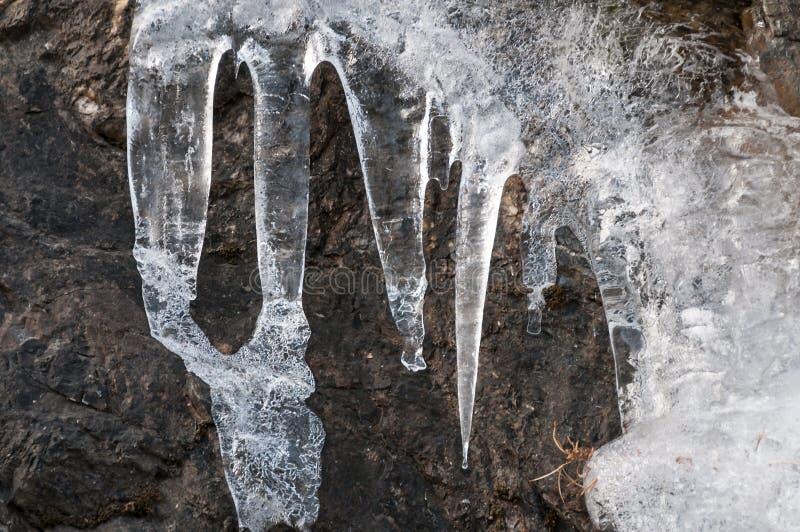 Un détail de glace sur les murs d'une montagne images libres de droits