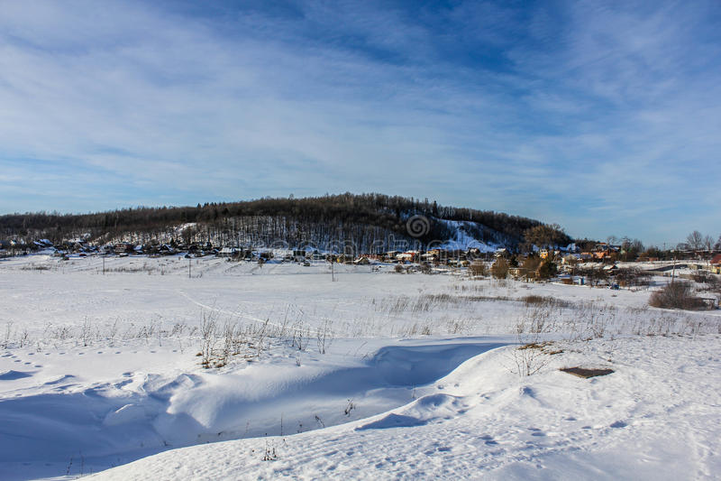 Un día de invierno en la región de Leningrad imagenes de archivo