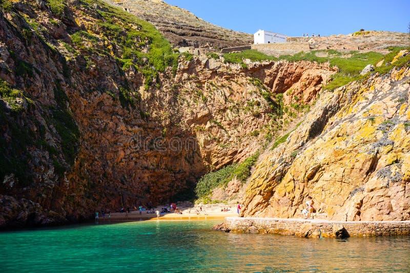 Un día en la playa en la isla de Berlenga, Portugal imagen de archivo libre de regalías