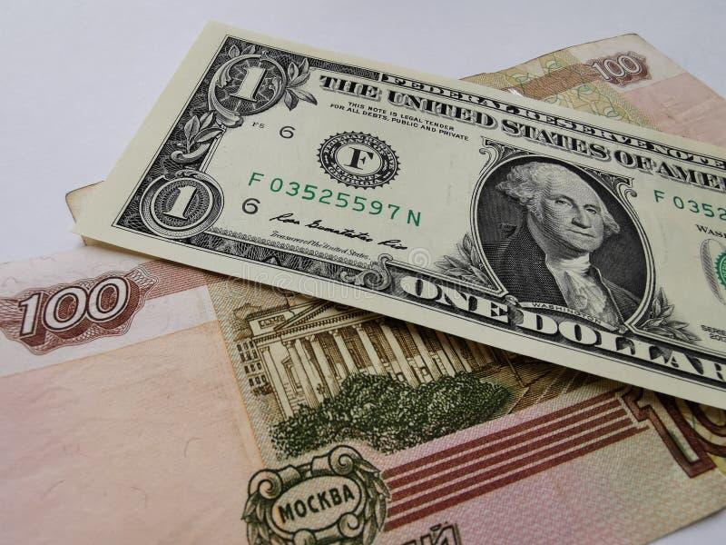 Un dólar y doscientos rublos rusos imagen de archivo libre de regalías