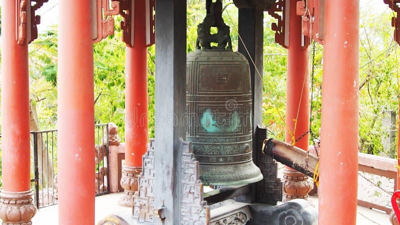 Un de beffrois ? Hano? Cloche en bronze de temple photos stock