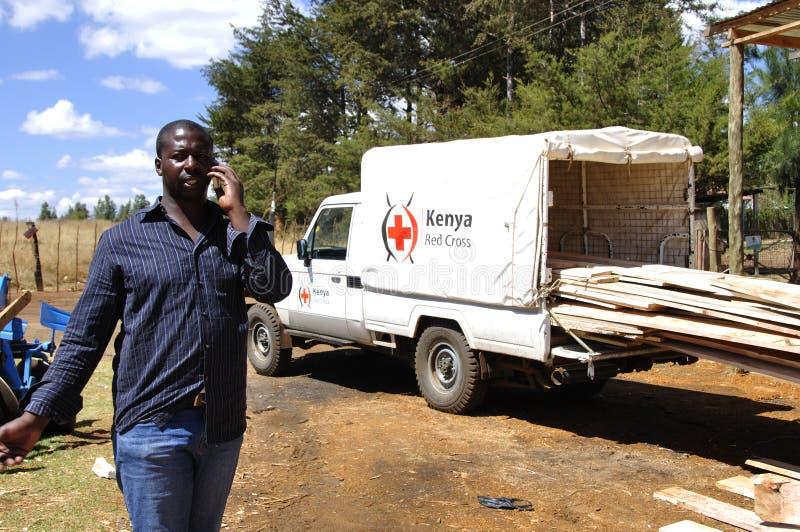 Un de 10 sites de bois de construction de Croix-Rouge du Kenya pour le Kenyan de reconstruction images libres de droits