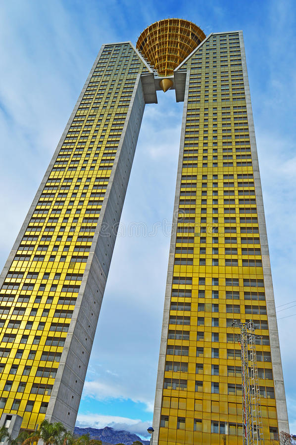 Un des blocs de tour les plus grands de Benidorms photo stock