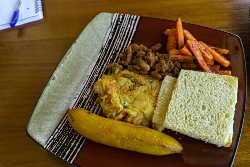 Un desayuno en un hotel africano imagenes de archivo