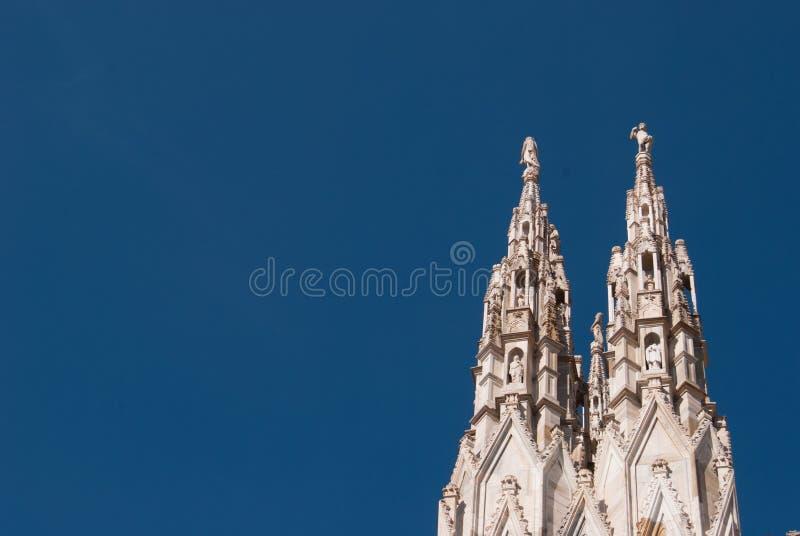 Un dettaglio di due spiers di Milan Cathedral fotografia stock libera da diritti