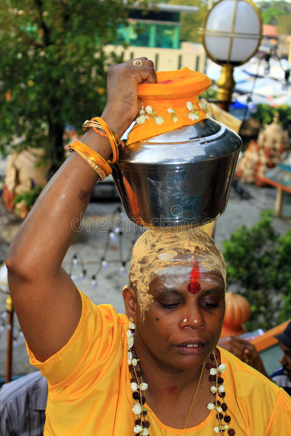 Un devoto nel festival indù di Thaipusam. immagine stock libera da diritti