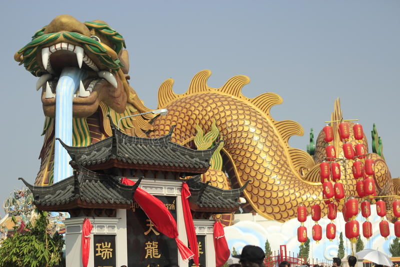 Un dieu chinois de dragon qui s'est protégé photo libre de droits