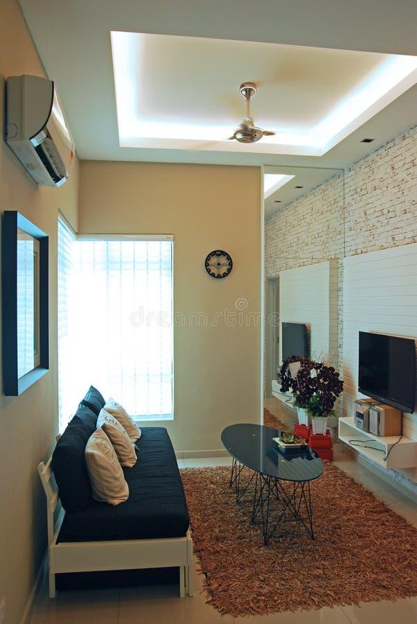 Un diseño compacto de la sala de estar imagen de archivo