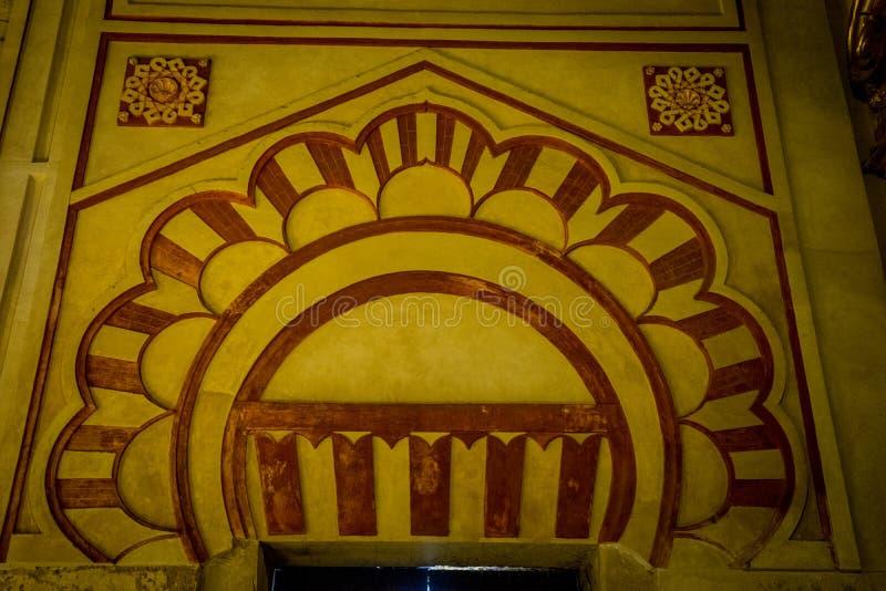 Un diseño de la bóveda del moorish dentro de la catedral de la mezquita de Córdoba, SP foto de archivo
