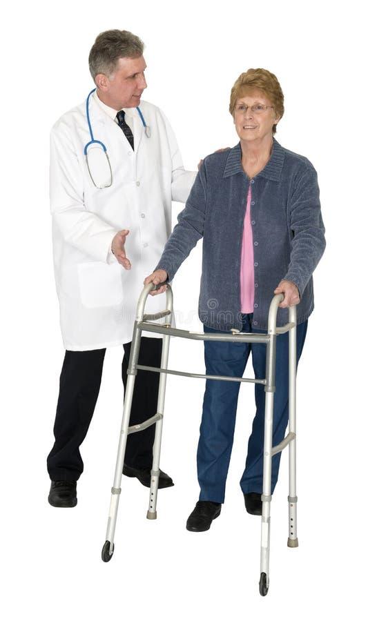 El doctor Patient Senior Woman, caminante, aislado imagenes de archivo