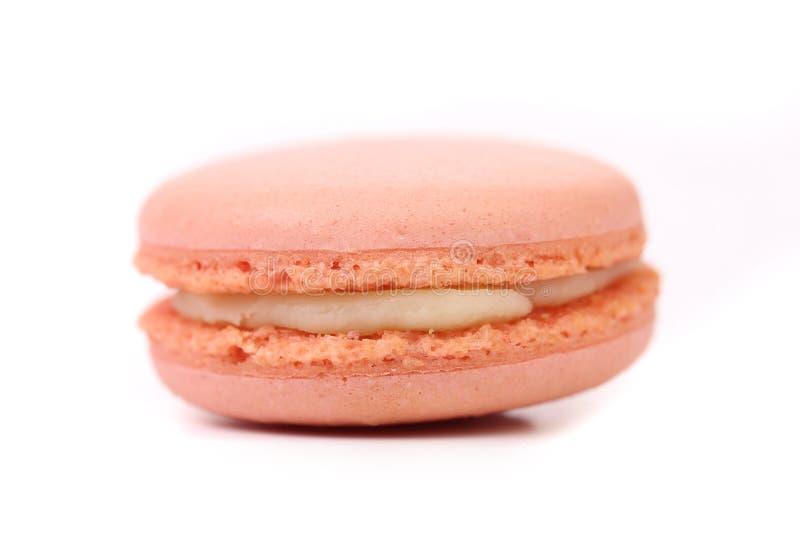 Un dolce del macaron. Isolato. immagine stock