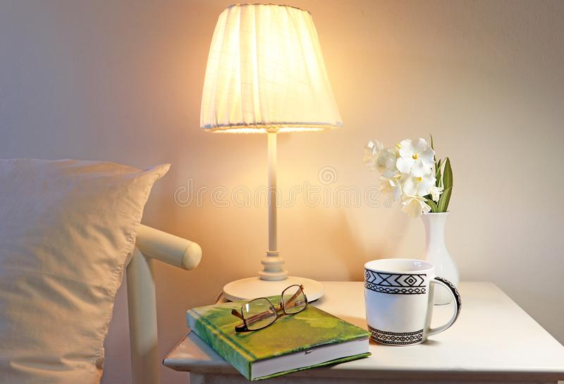Un dormitorio, alista para ir a dormir imagen de archivo libre de regalías