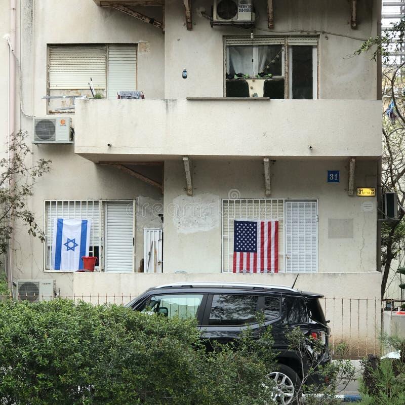 Un drapeau israélien et américain à Tel Aviv - en ISRAËL photographie stock