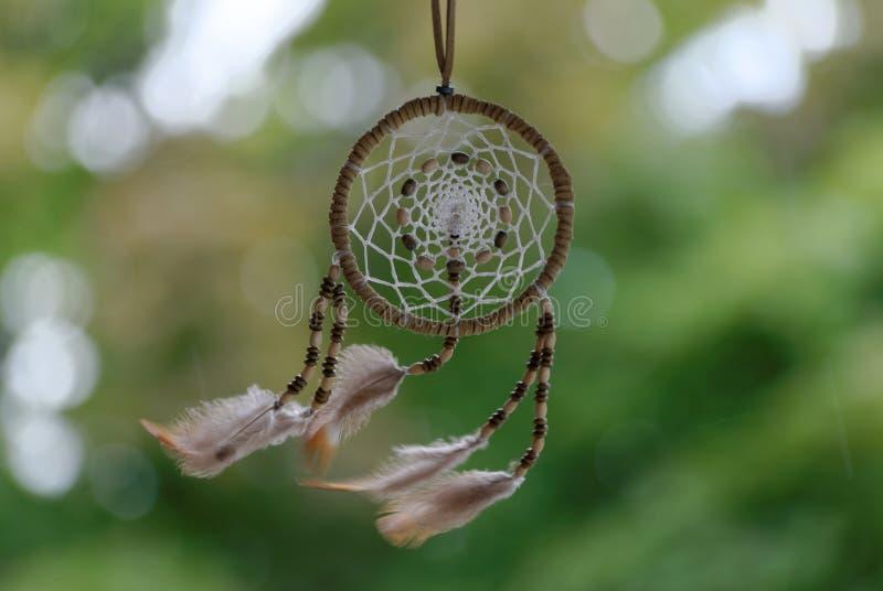 Un Dreamcatcher dans l'extérieur de vent photos stock