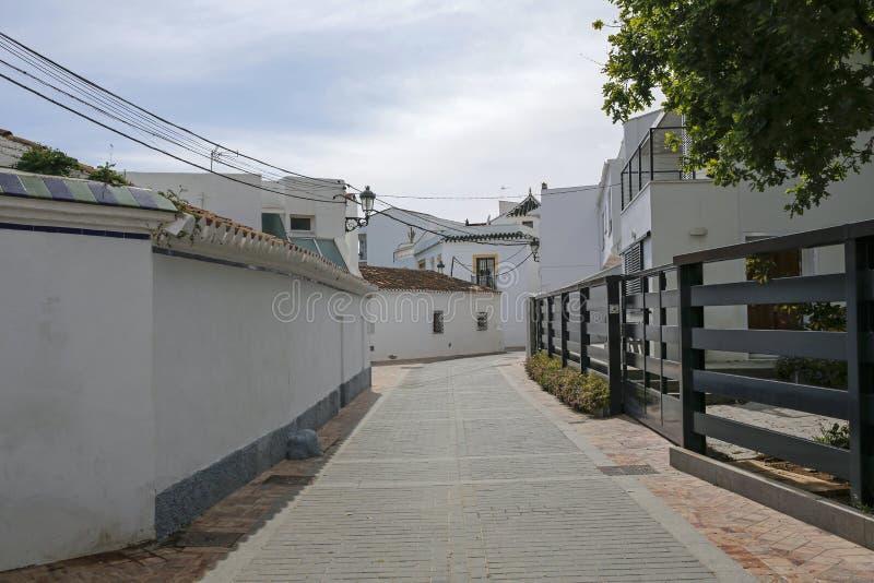 Un du charme, rue étroite à Nerja, Espagne photographie stock libre de droits