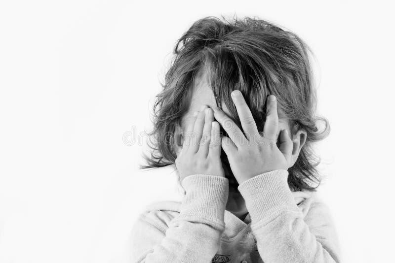 Un enfant craintif image libre de droits