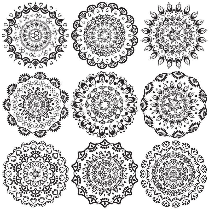Un ensemble de beaux mandalas et cercles de lacet image stock
