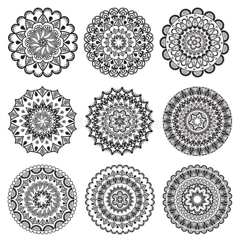 Un ensemble de beaux mandalas et cercles de lacet illustration libre de droits