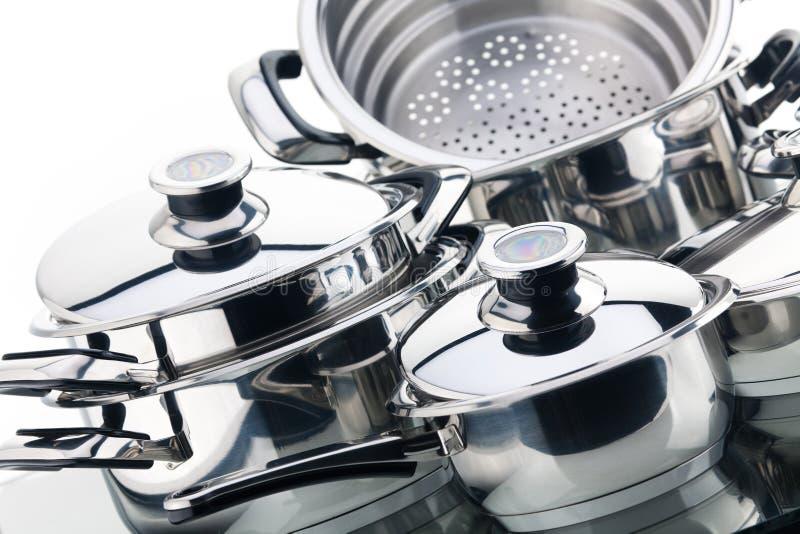 Un ensemble de casseroles, acier inoxydable photographie stock libre de droits