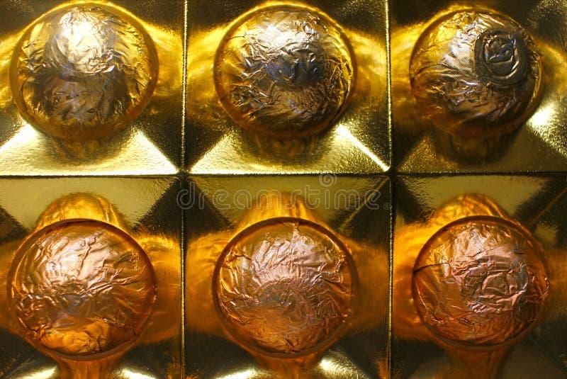 Un ensemble de chocolats faits main de luxe dans une boîte, plan rapproché Concept de produit pour le chocolat photo libre de droits