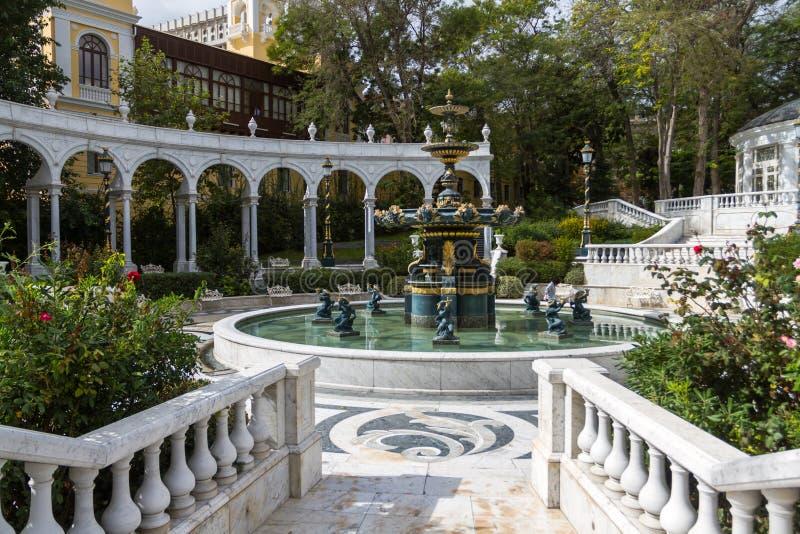 Un ensemble de fontaines et d'axes en marbre, le ` s GA de gouverneur photos stock