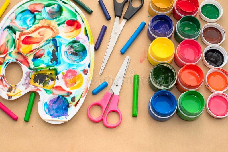 Un ensemble de matériaux pour des passe-temps de créativité et de dessin photos libres de droits
