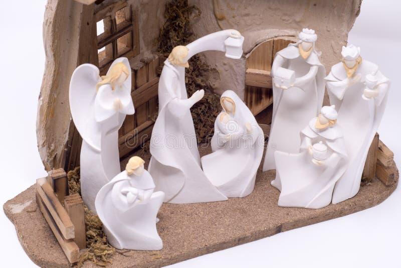 Un ensemble de nativité dépeignant les trois sages rendant visite à Jésus a placé sur un fond blanc propre image libre de droits
