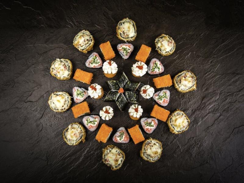 Un ensemble de petits pains frais dans le style japonais photos stock
