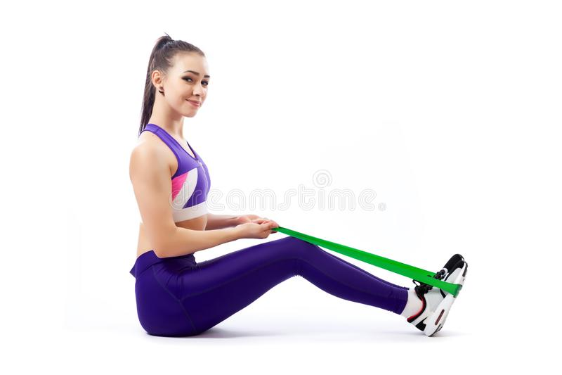 Un entraîneur de jeune femme faisant des exercices de sport image libre de droits
