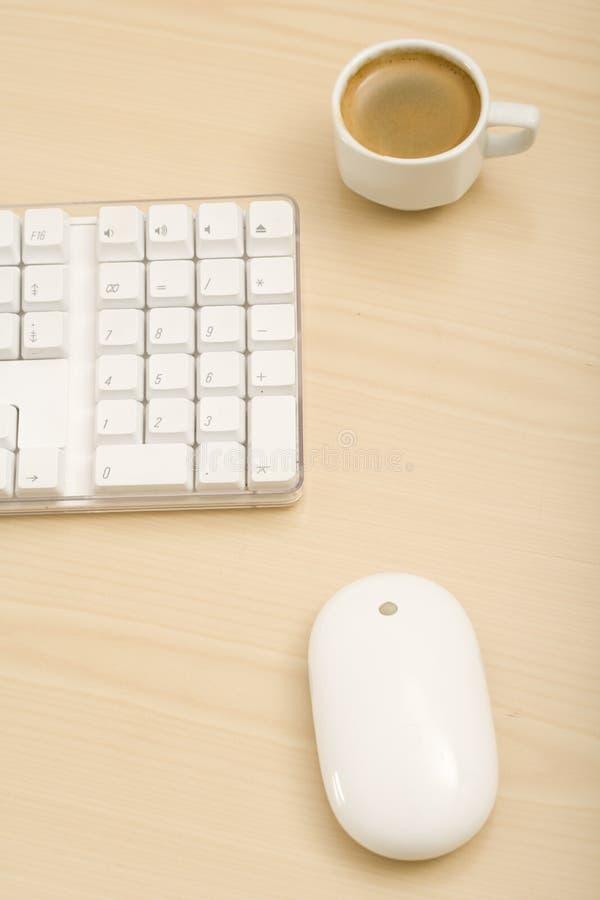 Un escritorio minimalistic imagen de archivo libre de regalías