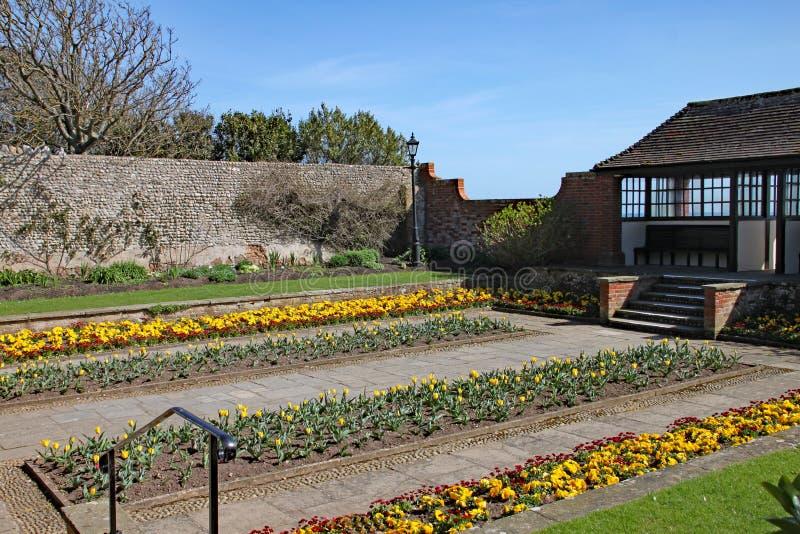 Un'esposizione colourful dei fiori ai giardini di Connaught in Sidmouth, Devon immagini stock