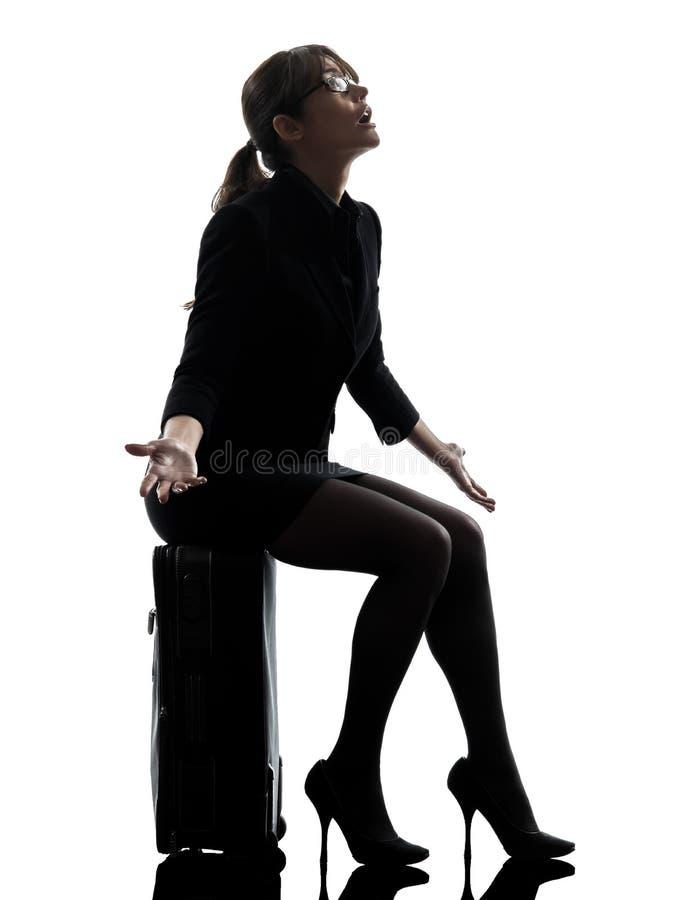 Silueta complaigning de la desesperación de la mujer de negocios que viaja imagen de archivo libre de regalías