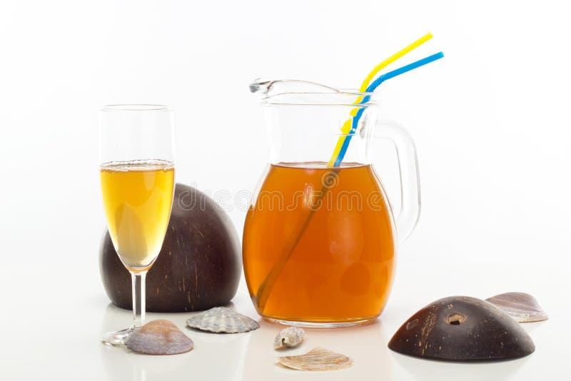 Un extintor con sabor a fruta de la sed imagen de archivo libre de regalías