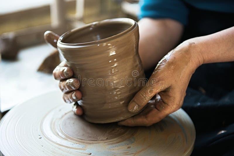 Un fabricante y un ceramicist del cord?n crear las ilustraciones foto de archivo libre de regalías