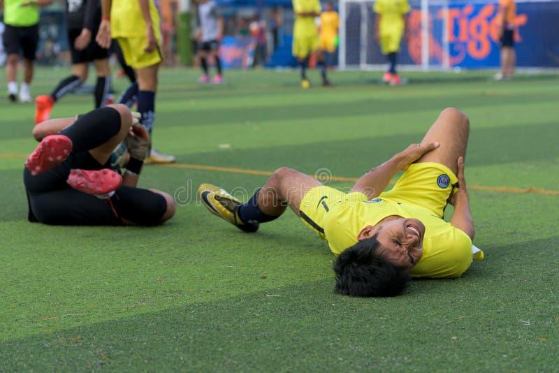 Un fallo di due giocatori durante il torneo di calcio fotografia stock libera da diritti