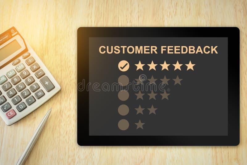 Un feedback dei clienti eccellente di cinque stelle sulla compressa immagine stock