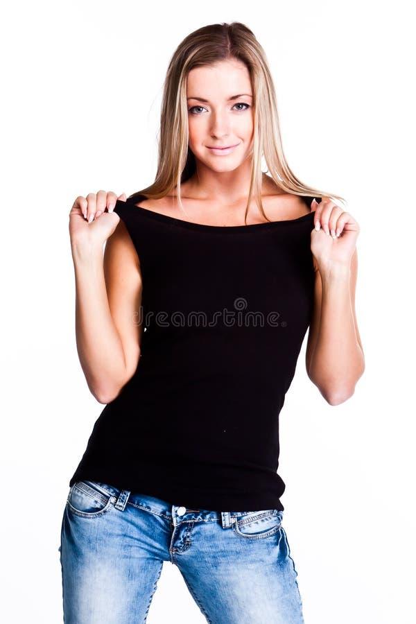 Un femme dans un T-shirt noir image stock