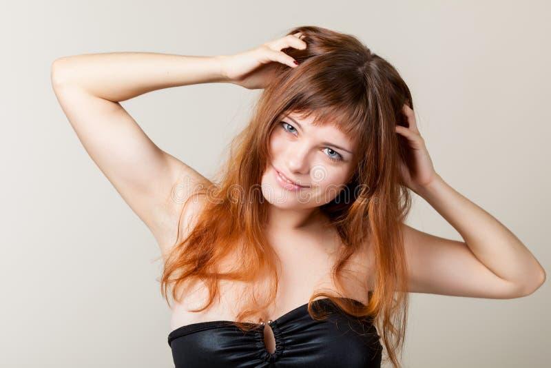 Un femme sexy dans un studio photos libres de droits