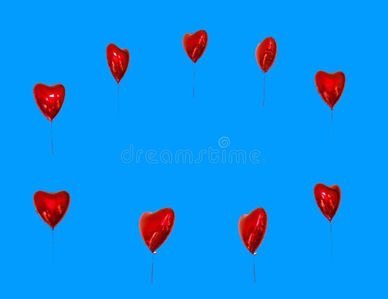 Un festival de l'espace de copie des ballons rouges cartes de concept avec les ballons rouges sous forme de coeur, isolat images stock