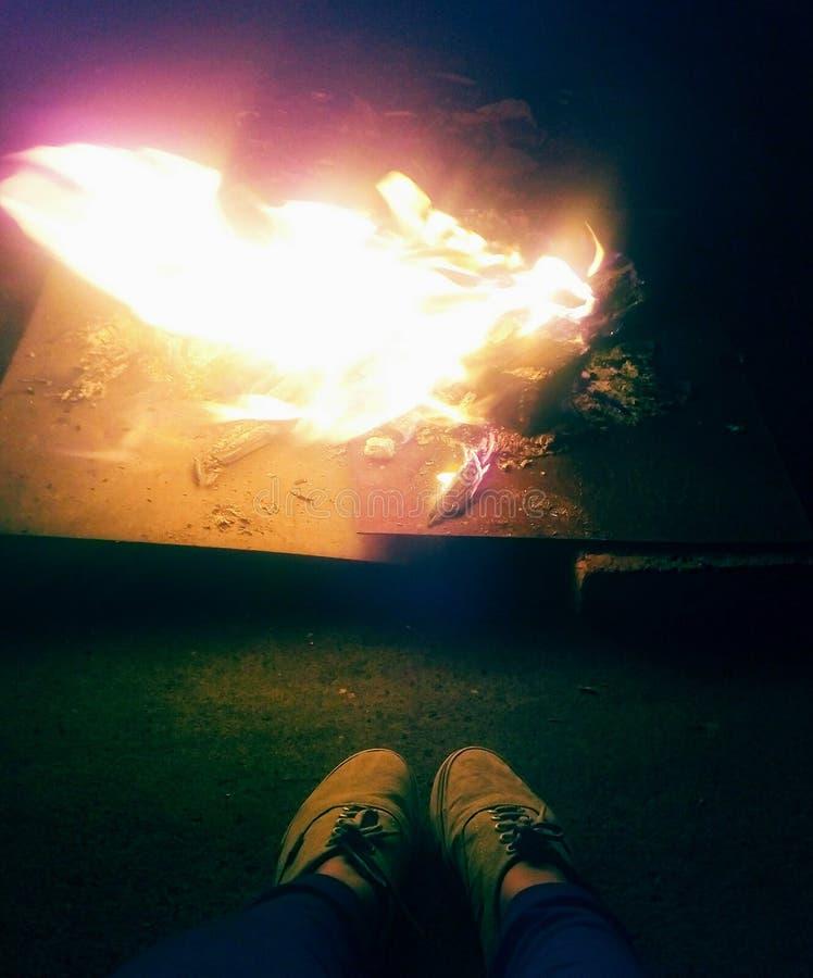 Un feu en bois images stock