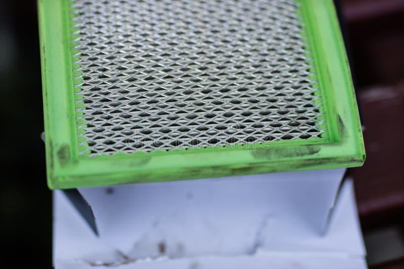 Un filtro de aire usado para el coche Recambios para un combu interno fotos de archivo