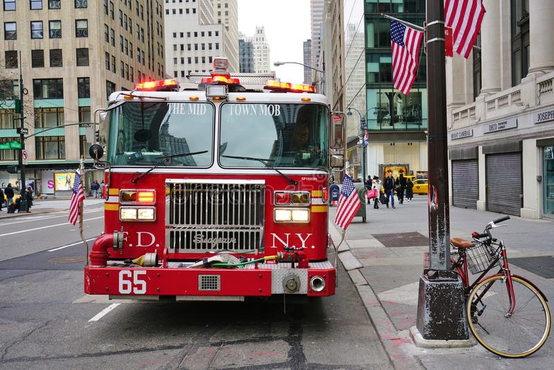 Un firetruck en Fifth Avenue en New York City fotografía de archivo