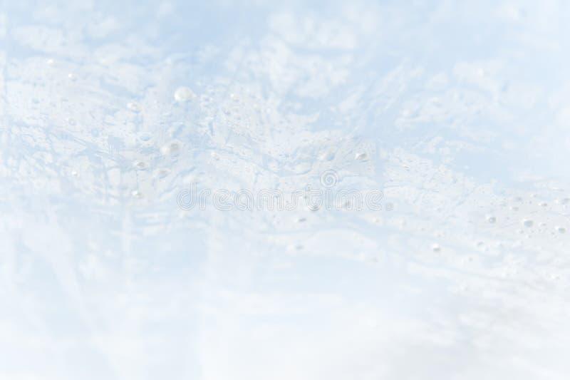 Un fond texturisé de bleu et blanc abstrait avec des baisses de l'humidité photos stock