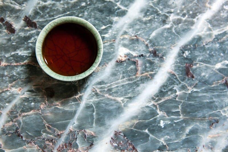 Un fondo cinese del marmo della tazza di tè nero nessuno fotografia stock libera da diritti
