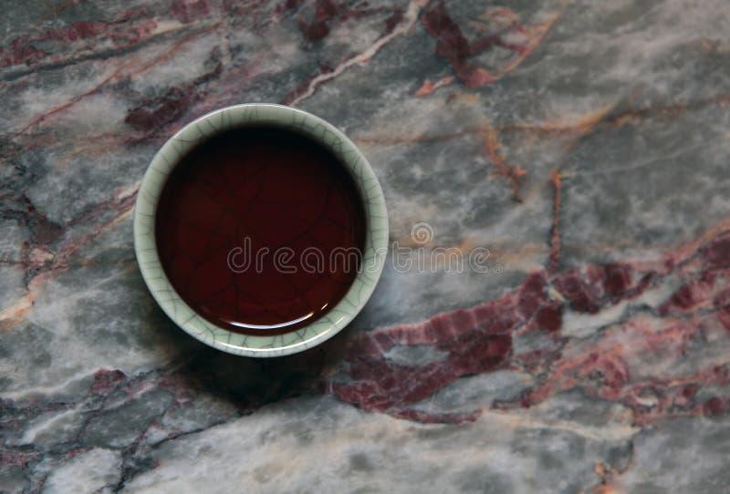 Un fondo cinese del marmo della tazza di t? nero nessuno fotografia stock